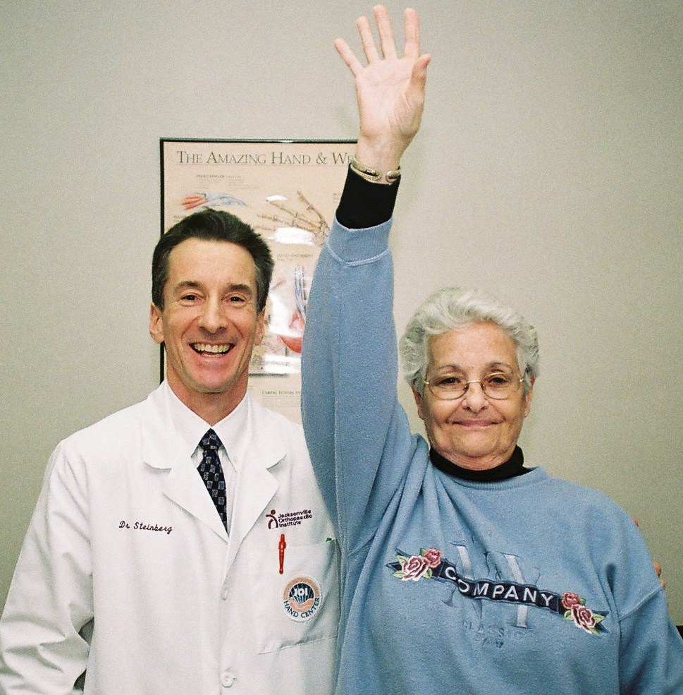Dr. Steinberg Uses Advanced Shoulder Surgery Techniques to Treat Arthritis and Carpel Tunnel Syndrome